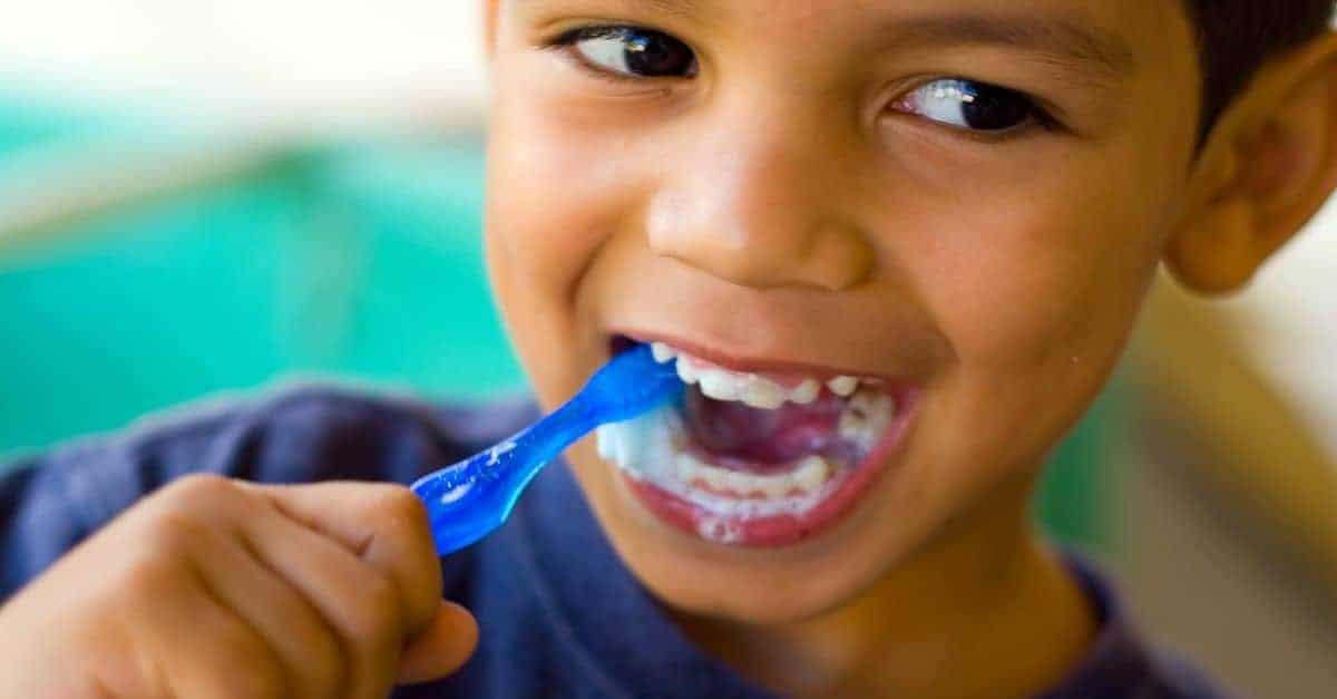 Przyczyny szkolnych niepowodzeń - pasta do zębów z fluorem