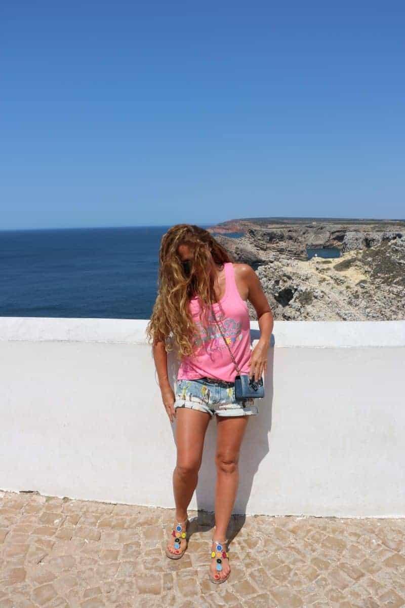 Dziewczyna na wakacjach i zdrowe jelita