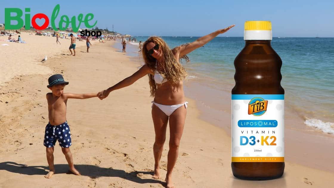 Mama i dziecko na plaży - witamina D3