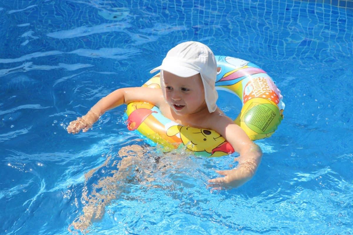 Jak ograniczyć szkodliwe działanie chloru w basenie