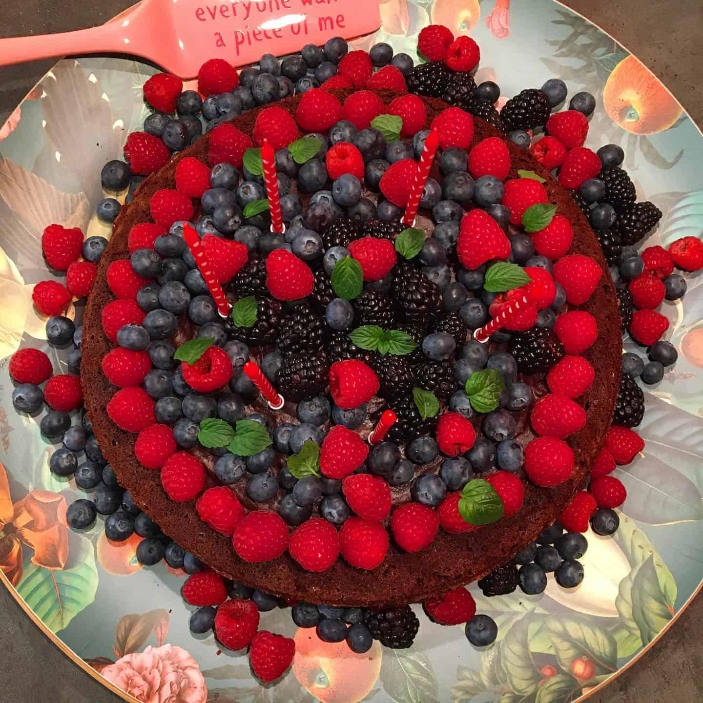 Przepis na wegański bezglutenowy tort urodzinowy